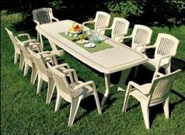 Стол и стулья из пластика для дачи